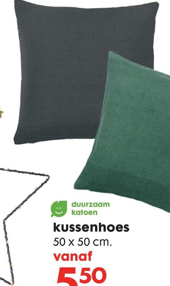 HEMA Kussenhoes 50 X 50 Cm Een donkerblauwe kussenhoes van velours. Deze kussenhoes met ritssluiting is gemaakt van 100% katoen en wordt geleverd zonder binnenvulling.