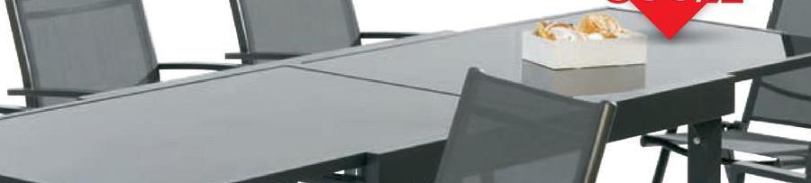 Tuintafel Bellum 135x90 cm verlengbaar tot 270cm De zwarte, rechthoekige tafel Bellum van Garden Plus heeft een aluminium frame en een tafelblad in donker veiligheidsglas met een dikte van 5mm. Deze weerbestendige tafel is verlengbaar tot een lengte van 270cm.