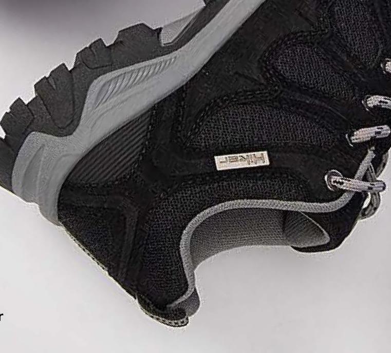 Lage wandelschoen Hiker - Zwart - maat 36 - Dames   - Goedkope Outdoor schoenen - Schoenen - Synthetisch Trek je erop uit? Dan is een paar stevige wandelschoenen een absulute must! Wat denk je van deze zwarte, lage wandelschoenen met stevige, geribbelde zool van het bekende merk Hiker? Shop deze uitstekende wandelschoenen voor dames nu bij Bristol!
