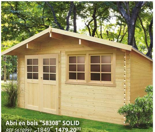Abri de jardin Solid Niort bois 12,46m² 418x298cm Envie d'un mini chalet au fond de votre jardin? L'abri de jardin traditionnelle Niort de Solid est une cabane fabriquée à partir de bois d'épicéa certifié provenant d'Europe du Nord. Les profilés de 28 mm donnent une isolation optimale. Ce chalet avec toit à pignon (2 versants) et roofing possède 2 fenêtres oscillo-battantes en verre trempé et un kit de ventilation. La double porte avec entrée basse en verre trempé est équipée d'une poignée avec serrure sécurité enfants. Très pratique la double porte facilite l'accès et vous permet d'y entrer votre matériel de jardin sans difficultés. Résistant tout au long de l'année cet abri permet de ranger tous vos outils de jardinage au sec et à l'abri des regards.