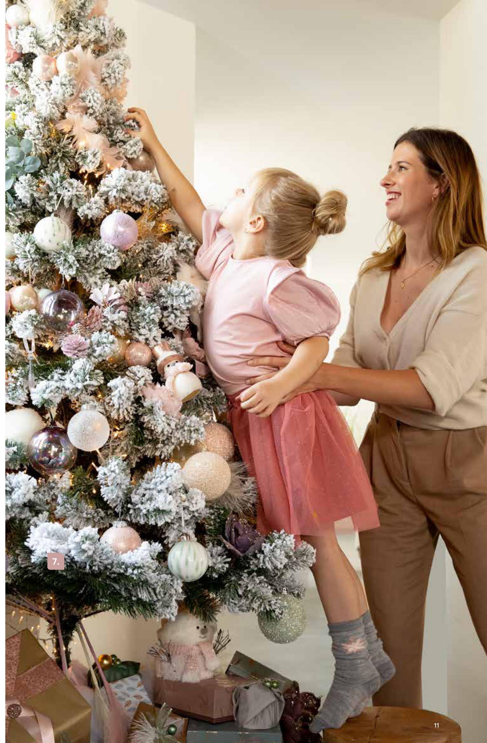 """AVA selection Kerstboom Imperial Pine Snowy H 120cm Ø 81cm 220 Tips Kerstmis zonder kerstboom is als een café zonder bier. Bij AVA vind je bomen in alle soorten en maten. Een exemplaar van meer dan 2 meter voor wie (jingle) all the way wil gaan, eentje van 8 centimeter voor wie niet zoveel plaats heeft, en alles daartussen. Nog helemaal zelf te versieren, verlichting al inbegrepen of zelfs compleet met decoratie als je wil!<br><br><a href=""""/nl/kerst/kerstbomen/kleine-kerstbomen"""" target=""""_blank""""> Toch liever een kleinere kerstboom? Klik hier.</a><br><a href=""""/nl/kerst/themas/christmas-classics"""" target=""""_blank""""> Klik hier om terug te gaan naar alle Christmas Classics.</a>"""