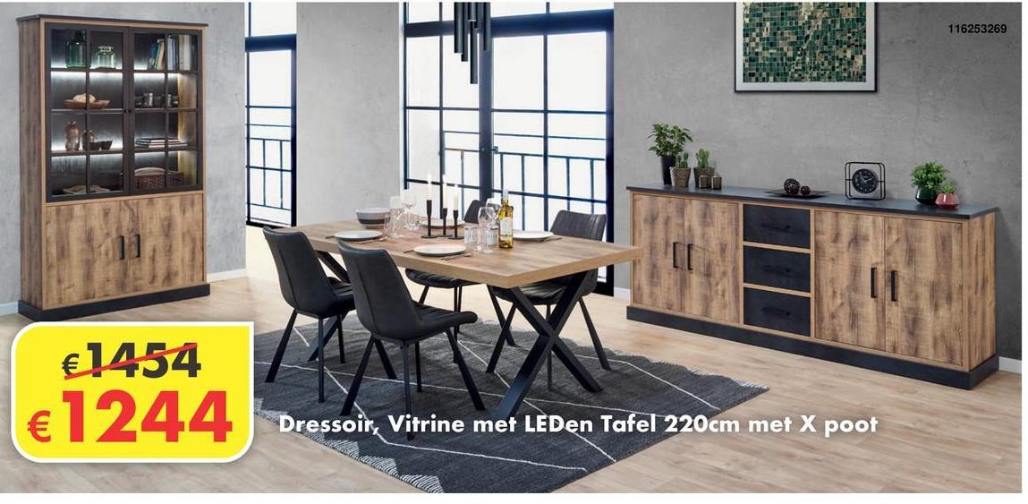 Eetkamer Tropical Eetkamerset bestaande uit dressoir, vitrine en tafel met kruispoot. De eetkamer is afgewerkt in Tropix hout, hierdoor krijgt hij een industriële maar toch charmante en frisse look.