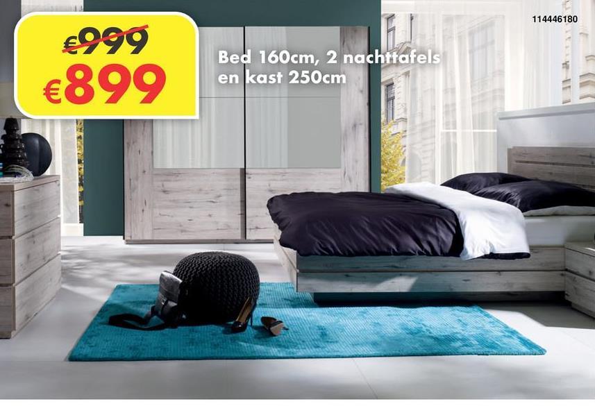 Slaapkamer Riccardo Deze complete slaapkamer bevat een bed van 160x200cm, twee nachttafels en een kleerkast van 250cm.