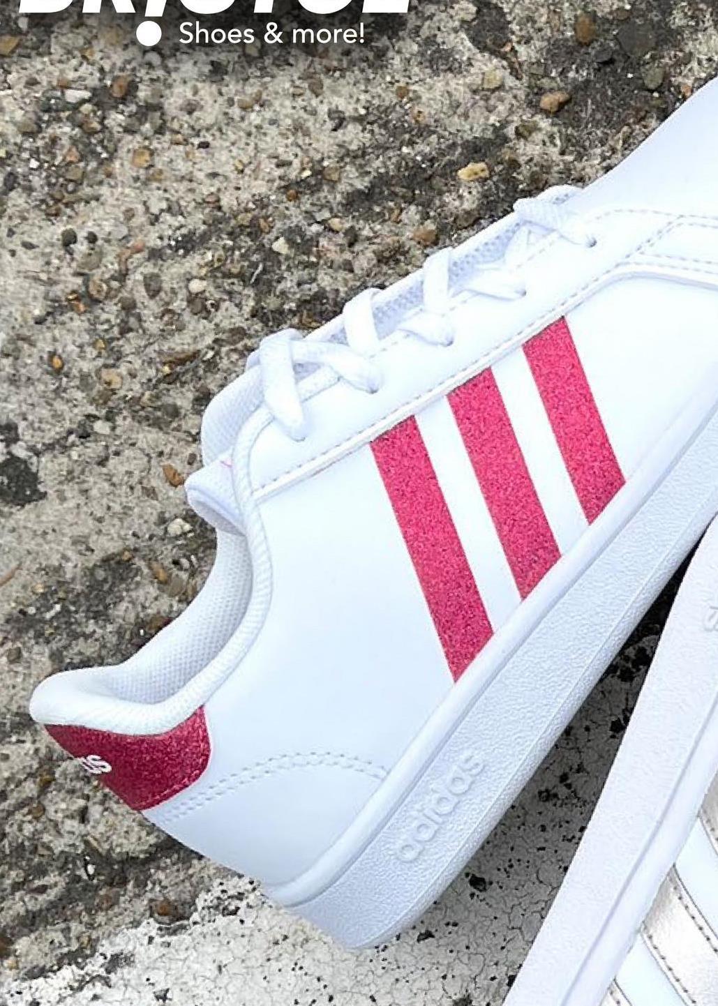 Sneakers Grand Court Adidas - Wit - maat 29 - Meisjes   - Goedkope Sportschoenen - Synthetisch Super coole witte Adidas-sneakers met shiny roze strepenvoor meisjes. Deze sneakers kan je met al je outfits combineren!